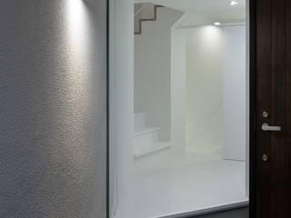 玄関ポーチ: 石川淳建築設計事務所が手掛けた廊下 & 玄関です。