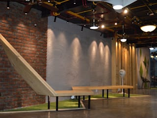 Interior Commercial Space :   by Planet Design and associate
