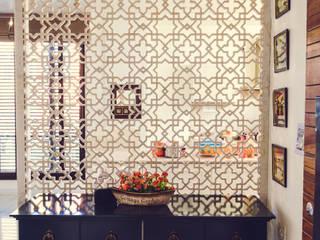 """""""Singaar"""" Minimalist corridor, hallway & stairs by Nikunj Sharma Design Studio Minimalist"""