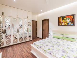 """""""Singaar"""" Minimalist bedroom by Nikunj Sharma Design Studio Minimalist"""