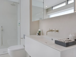Show home Bathroom Modern bathroom by Graham D Holland Modern