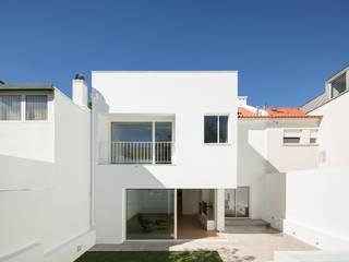 minimalist  by Colectivo Cais, Minimalist
