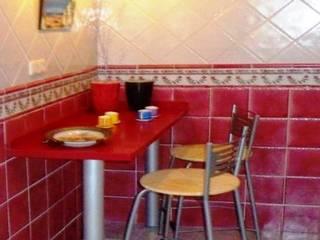 Rincón  office  en la  cocina : Cocinas integrales de estilo  de CONSUELO TORRES