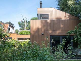 現代房屋設計點子、靈感 & 圖片 根據 Richèl Lubbers Architecten 現代風