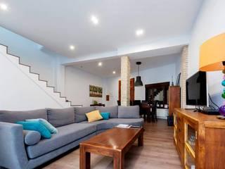 Reforma de una casa unifamiliar en Algemesí Salones de estilo moderno de miguel cosín Moderno