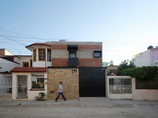 Houses by Apaloosa Estudio de Arquitectura y Diseño, Industrial
