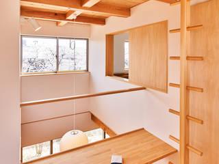 神守の家: 梶浦博昭環境建築設計事務所が手掛けた階段です。,