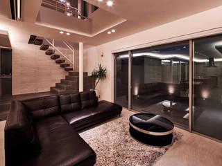 八幡の家: 梶浦博昭環境建築設計事務所が手掛けたリビングです。,