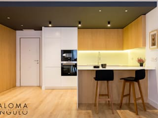 Modern Kitchen by Interiorismo Paloma Angulo Modern