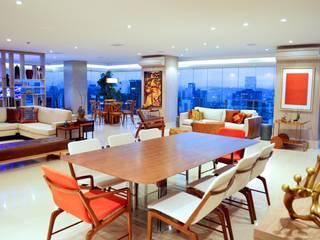 Salas de jantar modernas por Adriana Scartaris: Design e Interiores em São Paulo Moderno