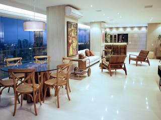 APARTAMENTO CONTEMPORÂNEO COM VISTA PANORÂMICA DA CIDADE DE SÃO PAULO Varandas, alpendres e terraços modernos por Adriana Scartaris: Design e Interiores em São Paulo Moderno