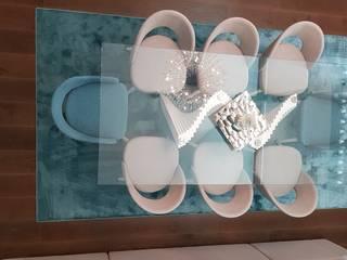 Sala de uma Moradia de Luxo em Barcelos: Salas de jantar  por Atelier Kátia Koelho
