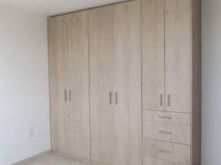 Closets y Vestidores: Recámaras de estilo moderno por SPAZIA