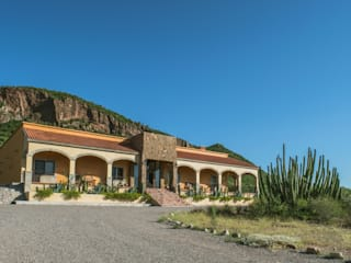 Pitahaya, hacienda y montaña.: Casas de campo de estilo  por GPro - Gabinete de Proyectos