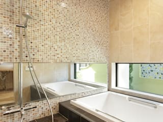 Koshigoe Architects 腰越耕太建築設計事務所 Eclectic style bathroom Tiles Brown