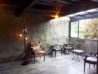 R53 Bar Interior: Cavas de estilo  por Integra Arquitectos