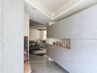 Modern style doors by 築一國際室內裝修有限公司 Modern