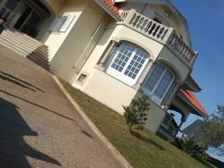 Mansão em V.N.Famalicão: Casas  por Atelier Kátia Koelho