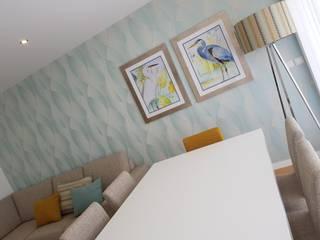 Apartamento de Férias na Apúlia: Salas de jantar  por Atelier Kátia Koelho