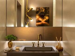 Banheiro do Hóspede - CASACOR Ribeirão Preto: Banheiros  por Camarina Studio