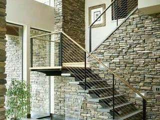 Escaleras : Escaleras de estilo  por MI CONSTRUCCIÓN,