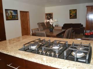 Modern kitchen by Zona Arquitectura Más Ingeniería Modern