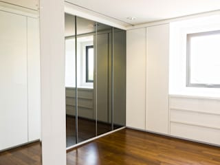 Child's Walk in Closet :  Dressing room by ARF interior