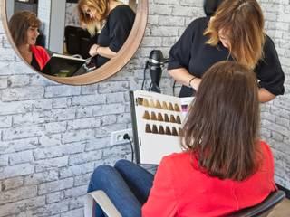 L'Atelier - nouveau salon de coiffure: Locaux commerciaux & Magasins de style  par ATDECO