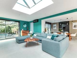 Une extension d'architecte aménagée et décorée Salon moderne par ATDECO Moderne