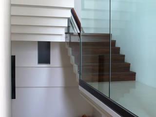 樓梯:  樓梯 by 黃耀德建築師事務所  Adermark Design Studio