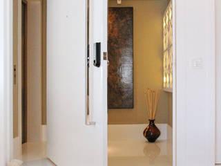 Hành lang, sảnh & cầu thang phong cách hiện đại bởi INSIDE ARQUITETURA E DESIGN Hiện đại