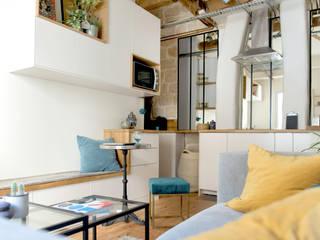 Aménagement d'un 2 pièces de 26 m2 à Paris: Salon de style de style Industriel par Aurélia Petitet