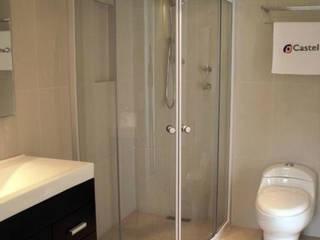 Cancel de baño Curvo Castel:  de estilo  por Oikos Design