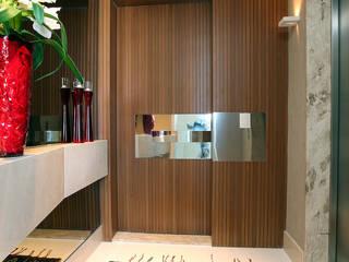 Apartamento Cond. Maison Isabel: Corredores e halls de entrada  por RI Arquitetura