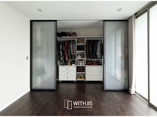 Modern style dressing rooms by WITHJIS(위드지스) Modern