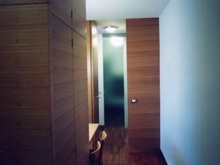 Un bilocale a Brera Sala da pranzo moderna di auge architetti Moderno