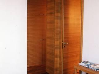 Un bilocale a Brera Camera da letto moderna di auge architetti Moderno