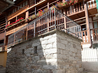 Casa Walser: Chalet in stile  di auge architetti