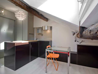 Existenzminimum: Sala da pranzo in stile  di auge architetti