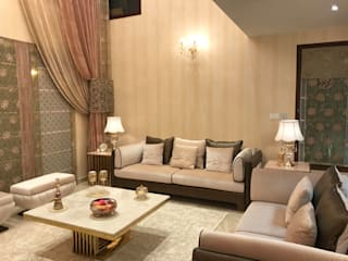 Living Room:  Living room by Crosscurrents interiors private limited