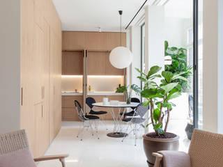 Apartamento en Calle Argentona : Salones de estilo  de YLAB Arquitectos