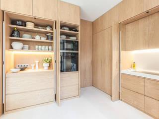 Apartamento en Calle Argentona : Cocinas de estilo  de YLAB Arquitectos