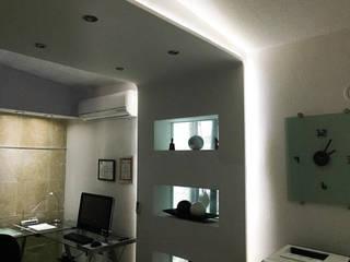 Oficina 1: Estudios y oficinas de estilo minimalista por Artiphise