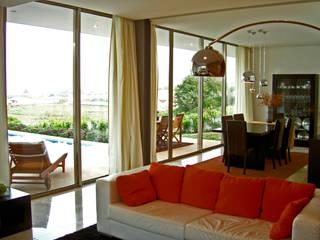 Sala de estar: Casas unifamilares  por Santos Delgado Arquitectura & Design