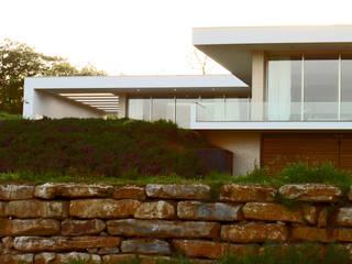 Fachada: Casas unifamilares  por Santos Delgado Arquitectura & Design