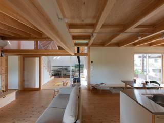 ハウス・カメオ: 千田建築設計が手掛けたリビングです。,