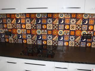 Urokliwe płytki meksykańskie typu patchwork: styl , w kategorii Kuchnia zaprojektowany przez Cerames