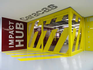 Oficinas Impact Hub Caracas: Oficinas de estilo industrial por RRA Arquitectura