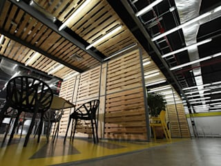Industrial style study/office by RRA Arquitectura Industrial
