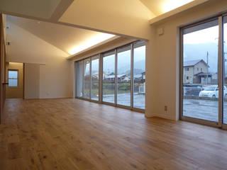 長井建築設計室 Modern Living Room Wood White